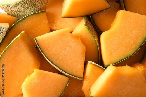 Photo Sliced ripe melon as background