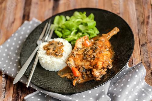 Slika na platnu Cuisse de lapin sauce chasseur 4
