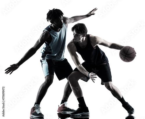 Plakat Dwóch koszykarzy na białym tle