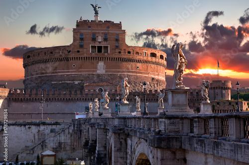 Valokuvatapetti The Mausoleum of the rising sun (Castle of the Holy Angel)