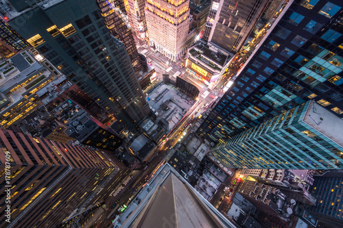 Fototapeta Bird's eye view of Manhattan, looking down at people and yellow taxi cabs going down 5th Avenue