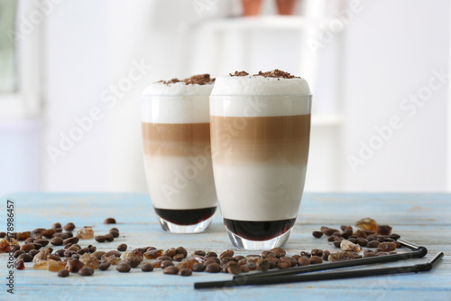 Photographie Glasses with latte macchiato on blurred background