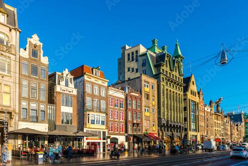 Fotomural La Damrak à Amsterdam en Hollande aux Pays-Bas