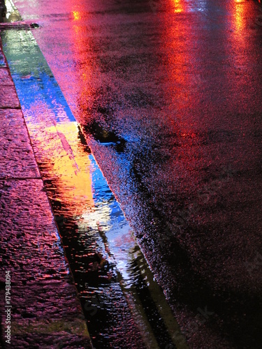 фотография london pavement at night, piccadilly circus abstract