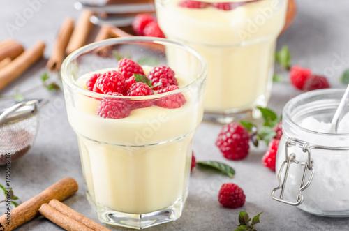 Vannila berries pudding Fototapete