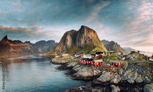 Fotografia Norwegian fishing village at the Lofoten Islands in Norway