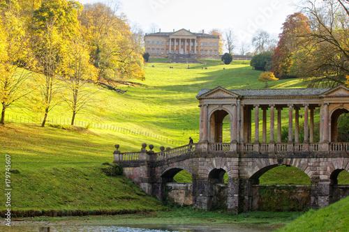 Photo Autumn in Prior Park Landscape Garden in Bath, Somerset, England