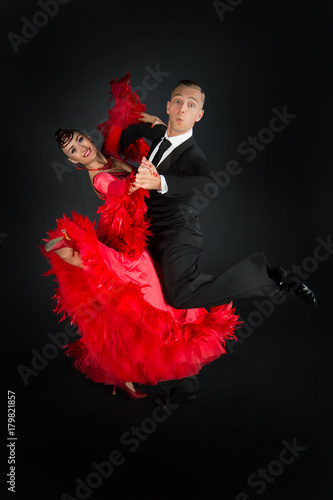 Canvas Print ballrom dance couple in a dance pose isolated on black background