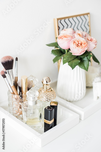 Stampa su Tela Ladys dressing table decoration with flowers, beautiful details,