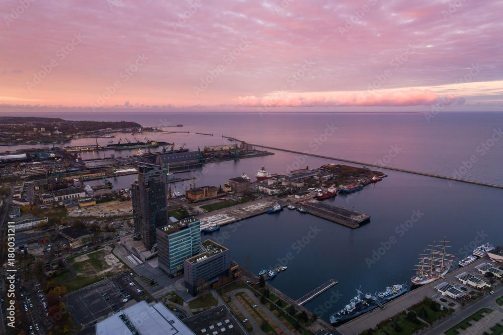 Port of Gdynia at sunset, top view <span>plik: #180031211 | autor: castenoid</span>