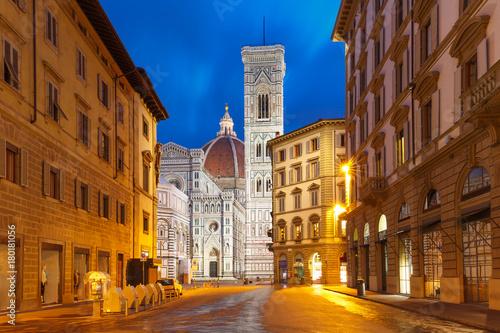 Tela Famous Duomo Santa Maria Del Fiore, Baptistery and Giotto's Campanile on the Pia