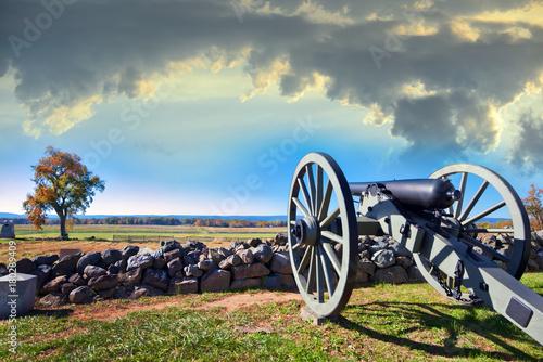 Obraz na plátne Civil War canon on the Gettysburg battlefield in Autumn near sunset