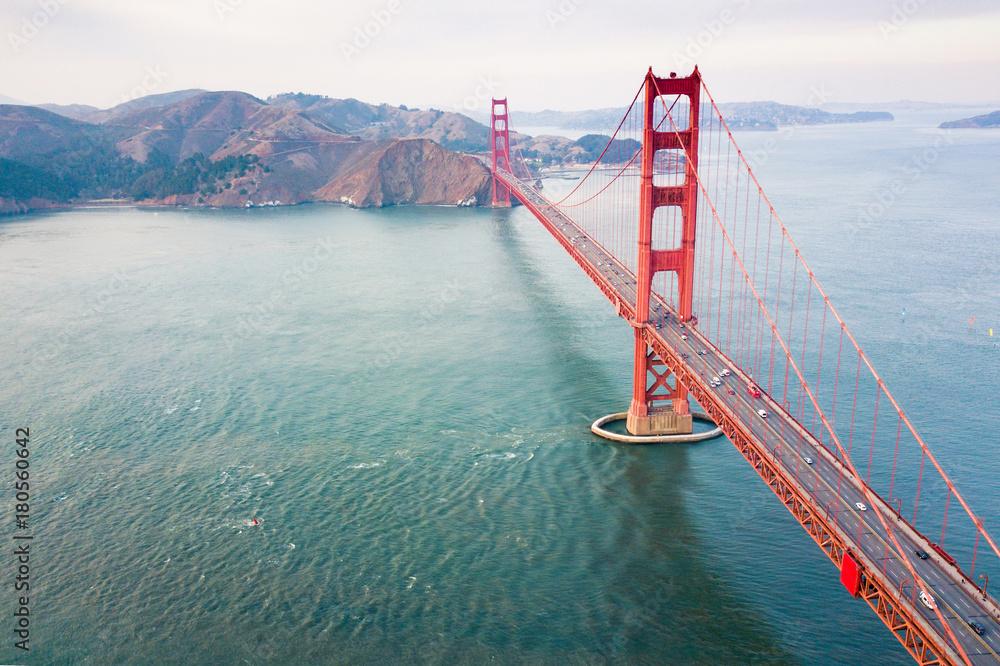 Widok z lotu ptaka most Golden Gate <span>plik: #180560642   autor: creativefamily</span>