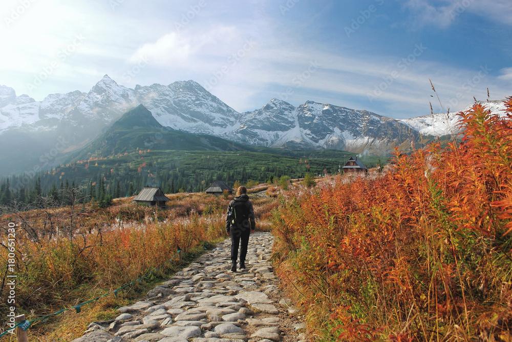 tatrzańska turystka na Hali Gąsienicowej <span>plik: #180651230   autor: Agata</span>