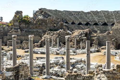Canvas Print ruins of an ancient greek amphitheatre in Turkey