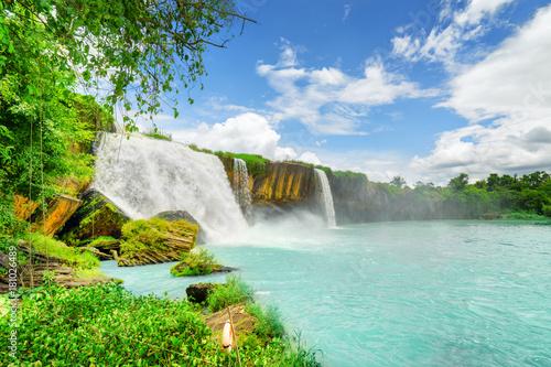 Fototapeta Wodospad Dray Nur na rzece Serepok w Wietnamie