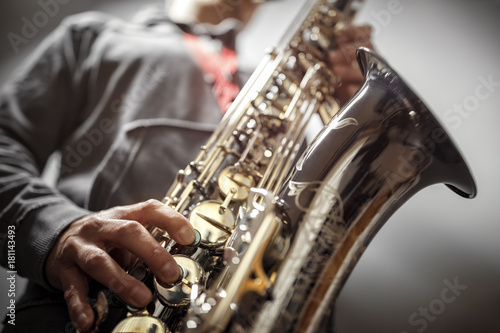 Canvas Print Saxophonist playing a saxophone