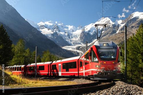 switzerland train at moteratsch glacier Bernina Fotobehang