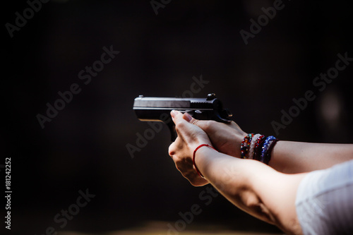 Shooting a pistol Fototapet