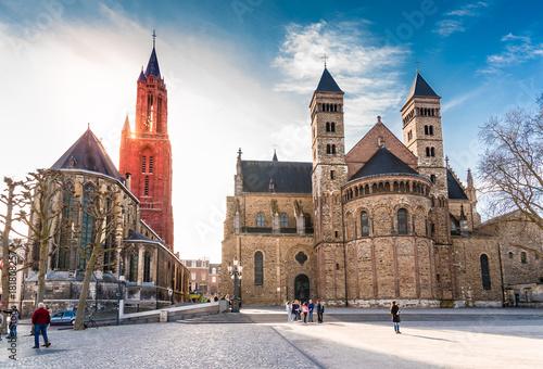 Sint Janskerk i Servatiusbasilika am Vrijthof w Maastricht