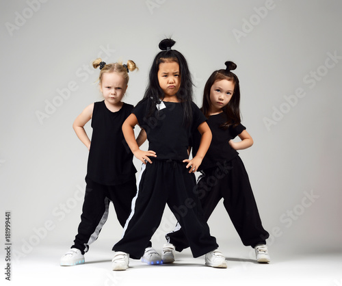 Canvas Print Group of three young girl kids hip hop dancers on gray