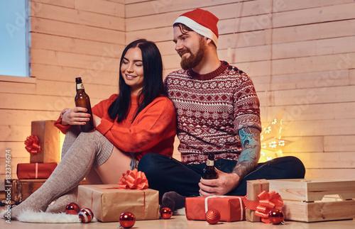 Fotografía A couple drink beer.