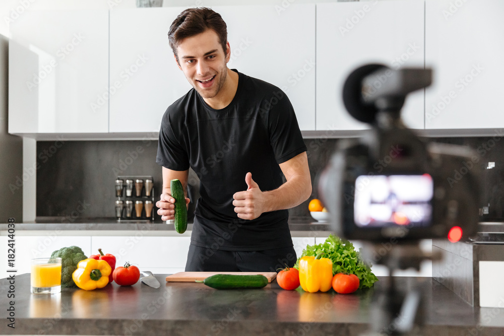 Happy young man filming his video blog episode <span>plik: #182414038 | autor: Drobot Dean</span>
