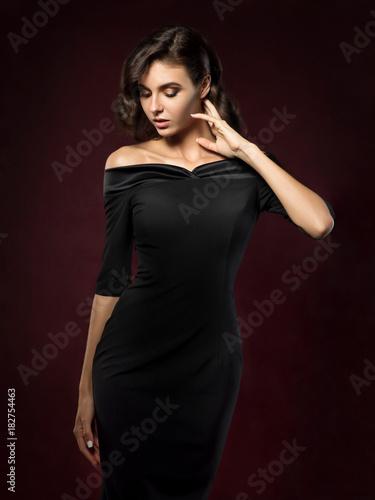 Valokuva Young beautiful woman wearing black evening dress