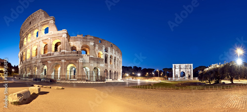 Photographie Colosseum (Coliseum) at night, Rome, Italy