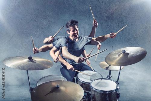 Fotografie, Obraz Schlagzeug spielen mit vielen Armen