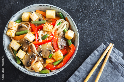 Stir fry with udon noodles, tofu and vegetables