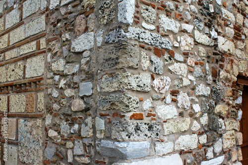 Photo Stone wall texture, detail from old church in Athens, Greece