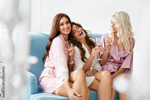 Canvas-taulu Girls Party. Beautiful Women Friends In Robes Having Fun