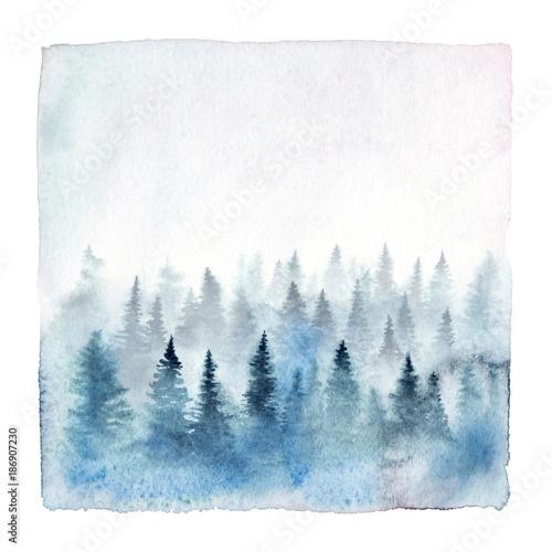 Akwarela obraz mgłowy las z świerkowymi drzewami. Ręcznie malowane zimowy krajobraz na białym tle.