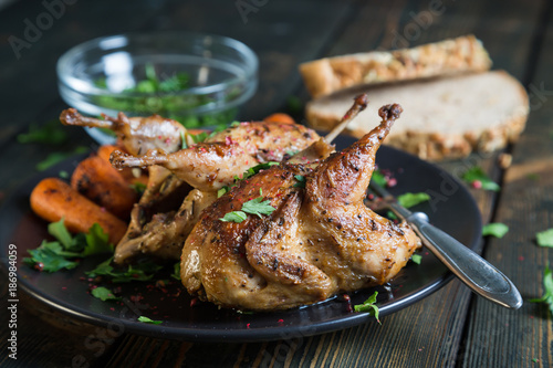 Photo Fried quail with carrots and fresh parsley