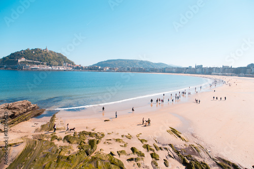 Tableau sur Toile San Sebastian, Spain - APRIL 13, 2017: Concha beach in the city of San Sebastian