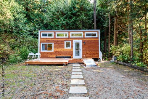 Fotografia Small wooden cabin house. Exterior design.