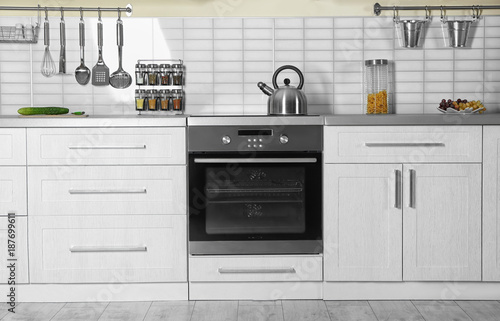 Tablou Canvas Modern kitchen interior with new oven