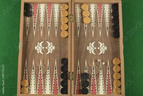Fotografía backgammon game with two dice