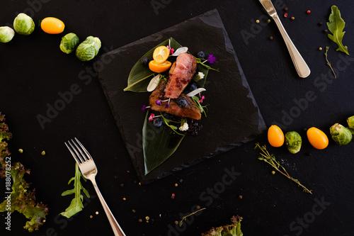 egzotyczne jedzenie dla smakoszy restauracja koncepcja. tradycyjna kuchnia tajlandia. pyszny przysmak.