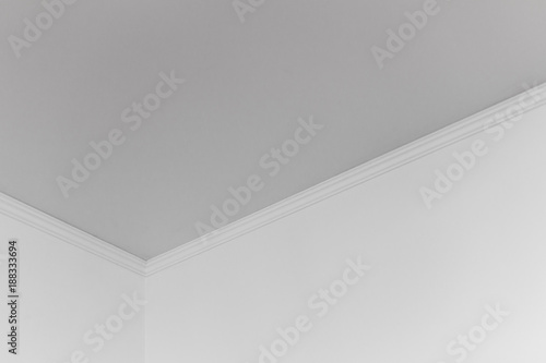 Photo White walls and ceiling in the room as a background