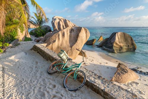 Fotografia Bike parked on a beautiful tropical beach. Holiday concept