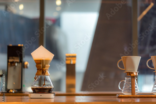 Foto Brewing third wave coffee with chemex glass in the coffee shop