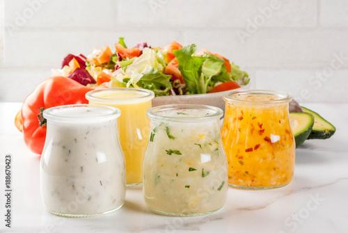 Fotografia Set of classic salad dressings - honey mustard, ranch, vinaigrette, lemon & oliv
