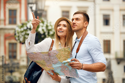 Fototapeta Couple With Map On Travel Vacations, Sightseeing