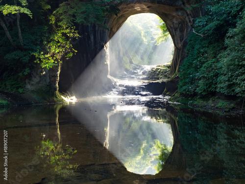Carta da parati 光差す濃溝の滝