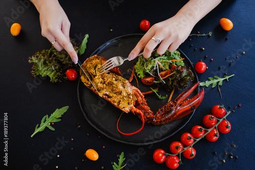 Fotografia tasting restaurant stuffed lobster dish concept