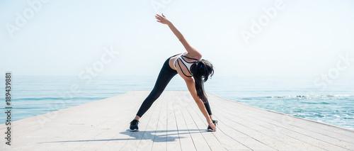 Obraz na plátně Fitness Girl working out on the beach