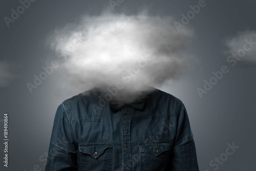 Mann hat Wolke über dem Kopf Fototapet