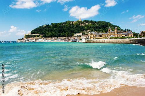 Fototapeta View of sandy beach of San Sebastian (Donostia), Spain in a lovelyl summer day